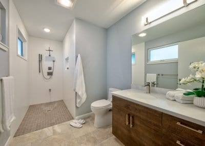 Home in the city - Accessible bathroom
