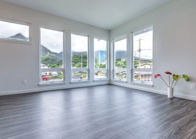The Metroflor vinyl planks in Poipu draw visitors to the space's magnificent view of the Koolau mountains.